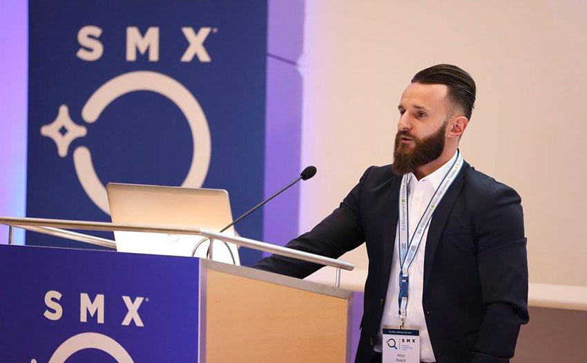 Abbildung 4: Artur Kosch beim Vortrag auf der SMX München 2016
