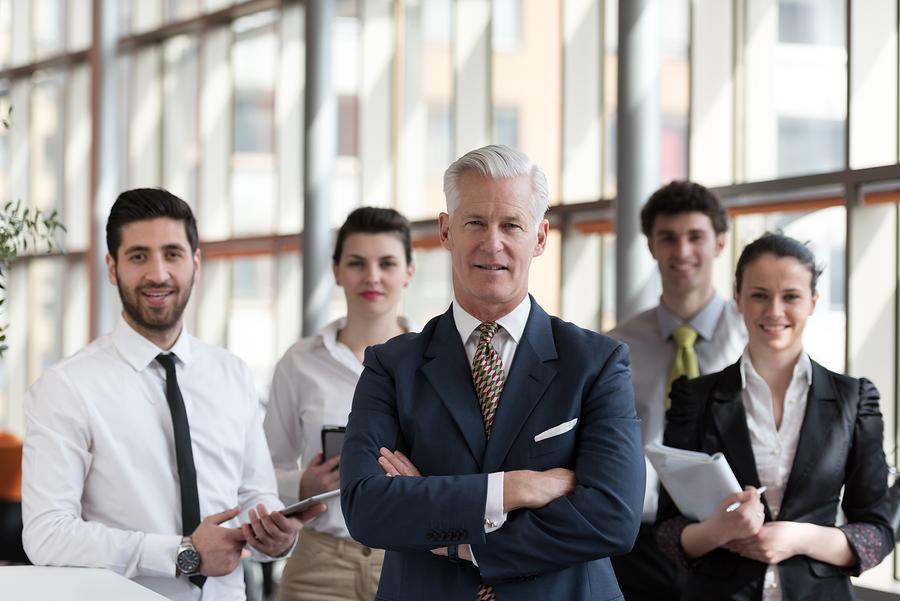 Sich von der Masse abheben um qualifizierte Fachkräfte für das eigenen Unternehmen begeistern. Foto: bigstockphoto.com