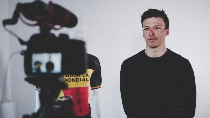 Sportler vor Kamera