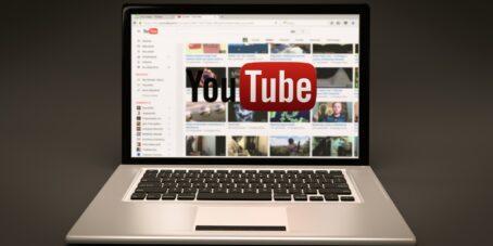 YouTube auf dem Laptop