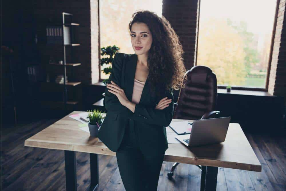 Frau in Büro