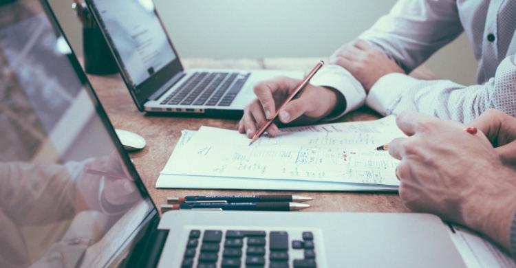 In den meisten Fällen solltest du dich bei deiner Unternehmensgründung beraten lassen