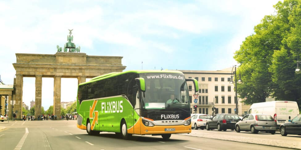 Flixbux vor dem Brandenburger Tor