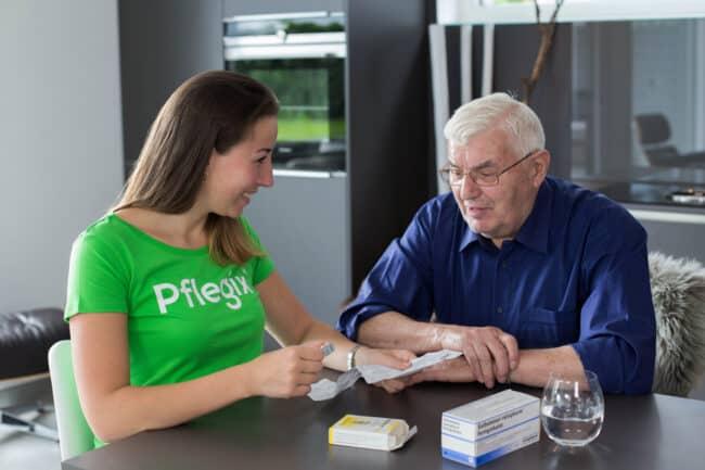 Pflegix verbindet Helfer mit Pflegebedürftigen Menschen