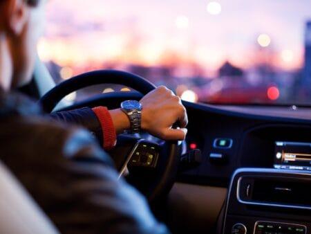 Firmenwagen versteuern ist für Arbeitgeber und Arbeitnehmer gleichermaßen wichtig.