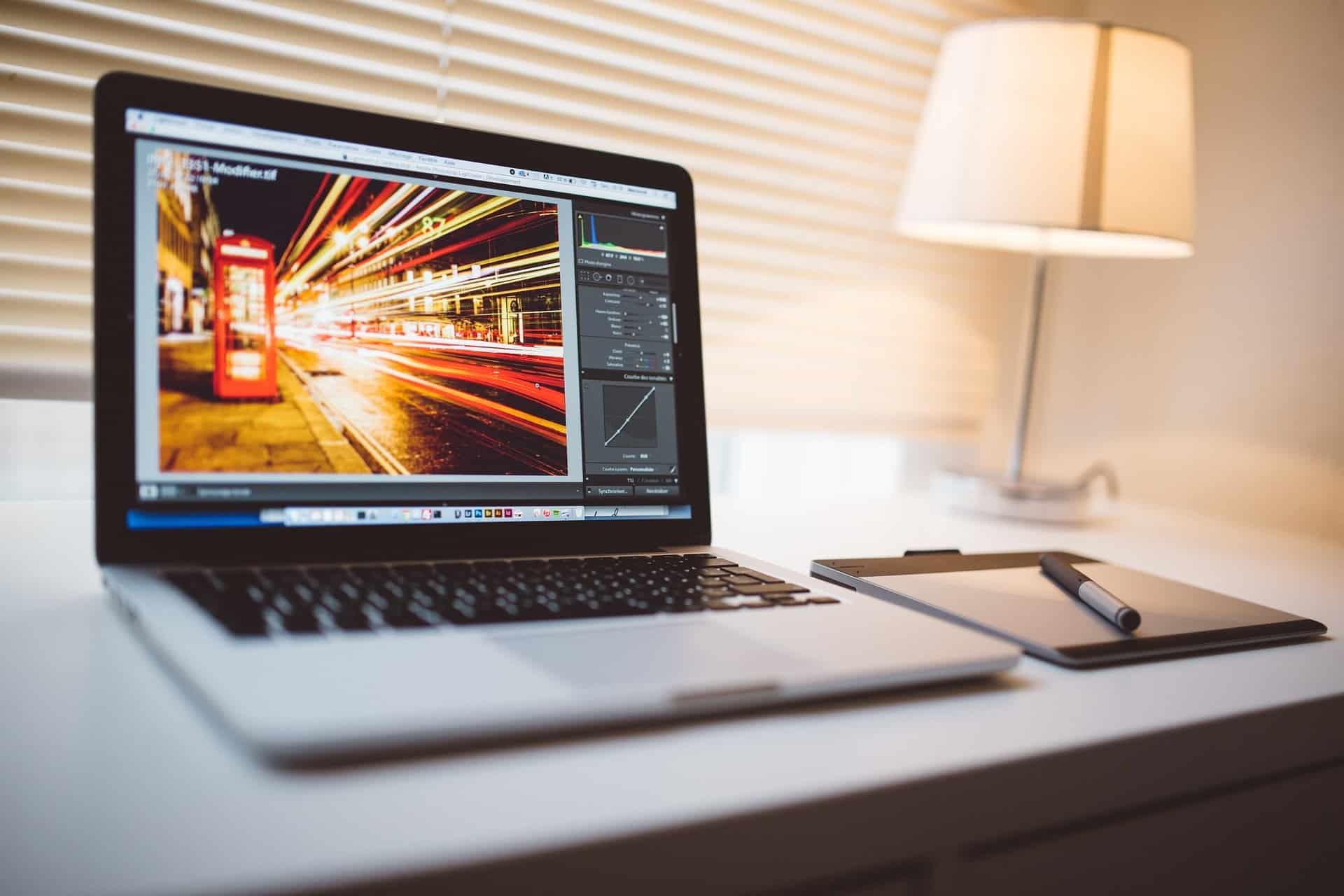 Es gibt viele Anbieter für lizenzfreie Bilder, die kostenlos angeboten werden