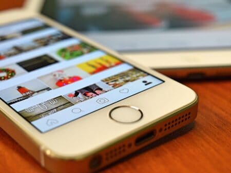 silver-iphone-5s-showing-instagram-163184