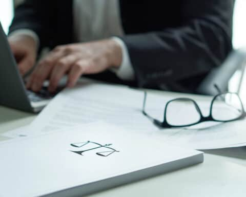 Kurzarbeit beantragen ist in Zeiten von Corona wichtig, um Kurzarbeitergeld zu bekommen