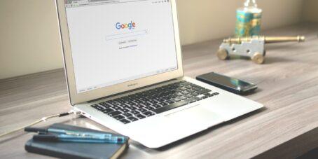 Besonders mithilfe von Google kann Neukundenakquise betrieben werden.
