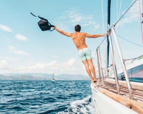 Gratis-Urlaub? Wir erklären, wie du kostenlos reisen und dabei Geld verdienen kannst.