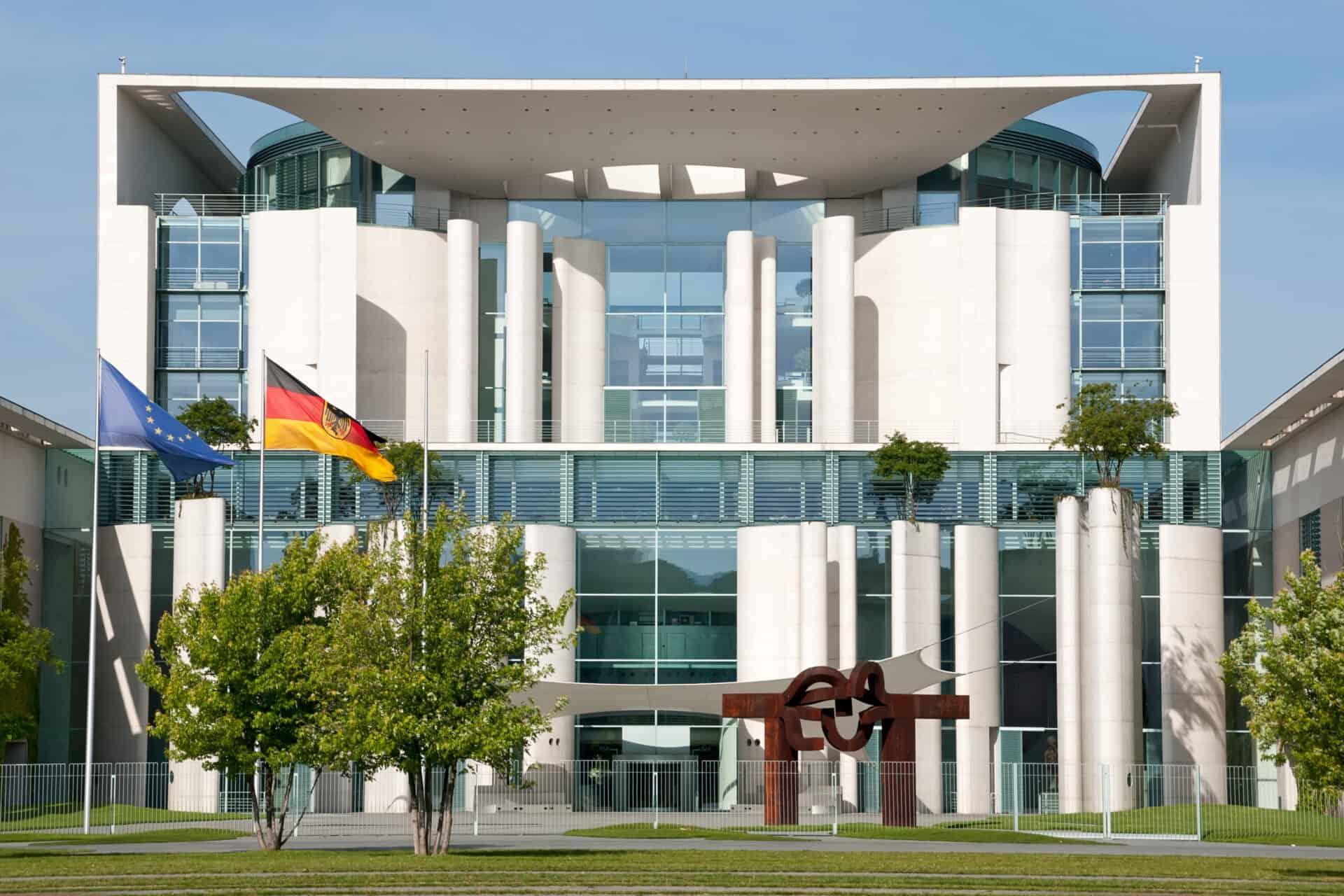 Vor dem Bundeskanzleramt stellten Scholz und Altmaier das Corona-Hilfspaket vor.