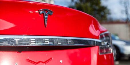 Elon Musks Tweets lassen Tesla-Aktie sinken