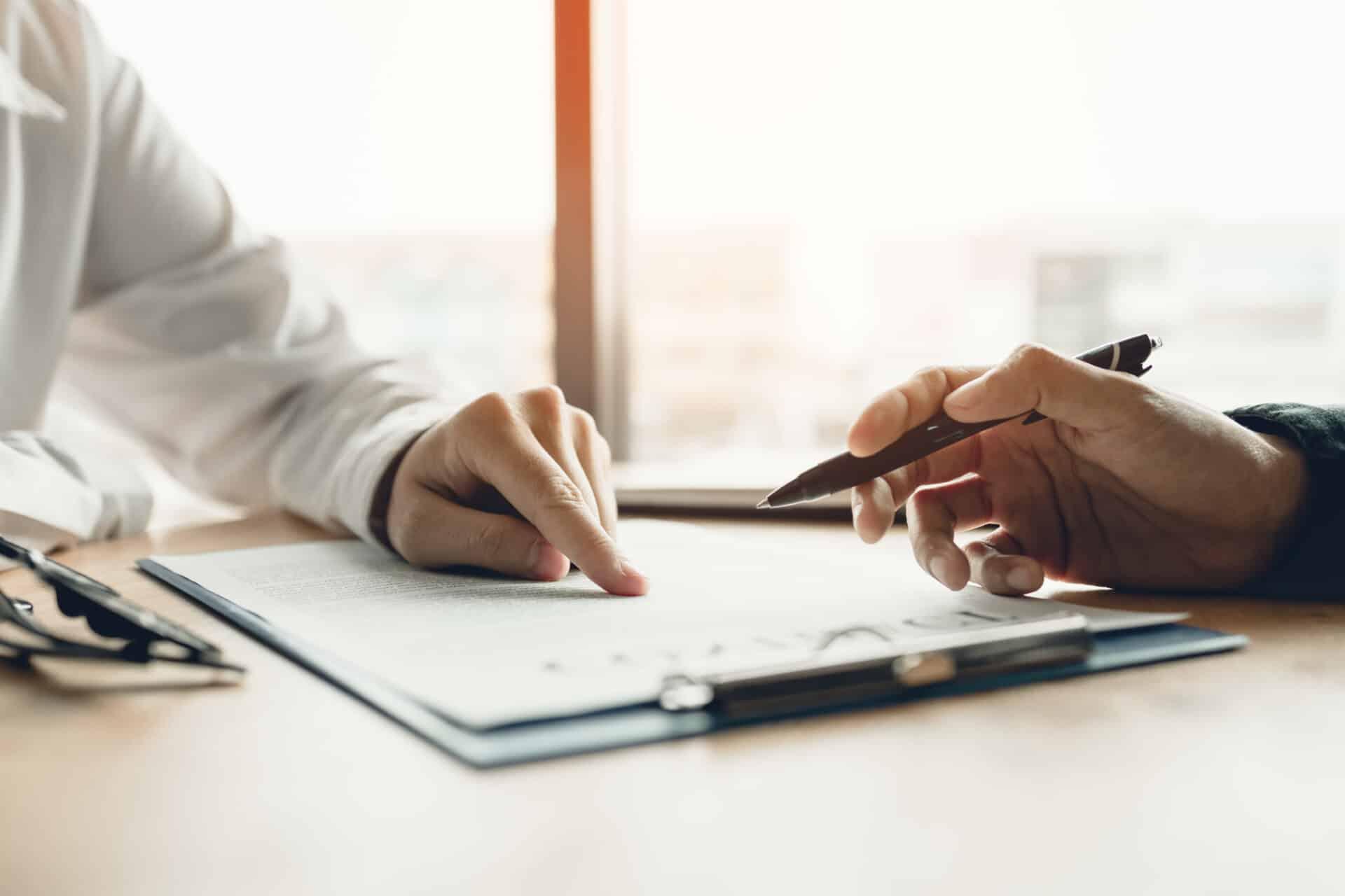Bevor du eine Berufshaftpflichtversicherung abschließt, solltest du die Anbieter vergleichen.