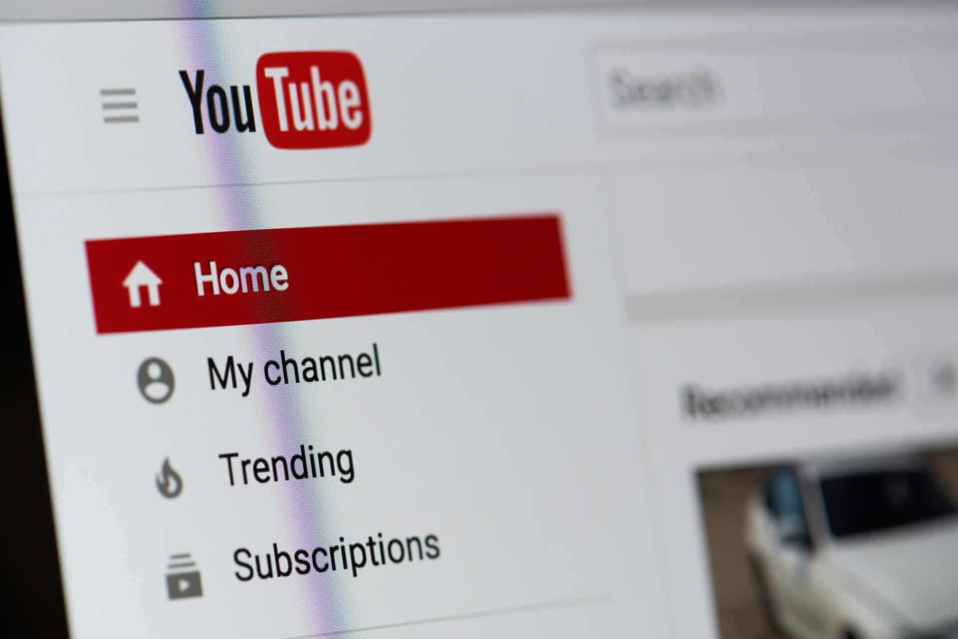 YouTube-Werbung schaltest du nicht direkt über den Kanal.