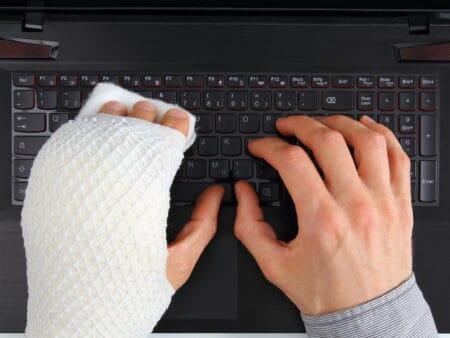 Sobald du deinen Beruf nicht mehr ausführen kannst, greift die Berufsunfähigkeitsversicherung.