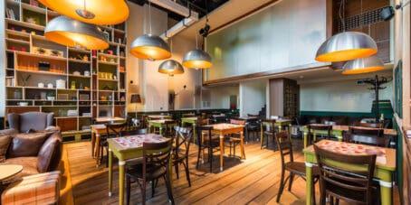Wenn du ein Restaurant eröffnen willst, spielt auch die Location eine entscheidende Rolle.