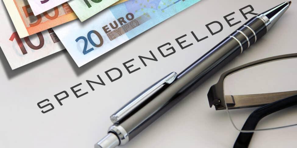Spenden absetzen ist an einige Voraussetzungen wie die Höhe der Spende gekoppelt.