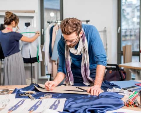 Wir verraten, wie du ein Modelabel gründen und eine Modemarke aufbauen kannst.