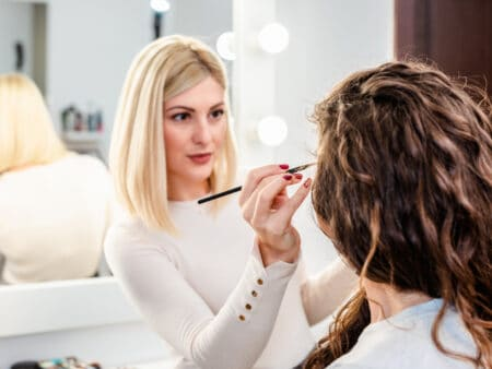 Selbstständig machen als Kosmetikerin ist an viele Anforderungen geknüpft.