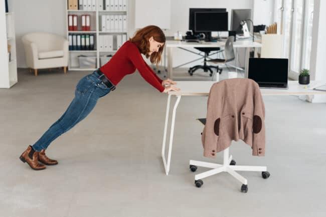 Liegestütze Schreibtisch