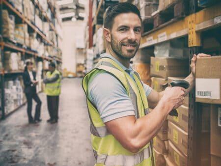 Deine Produkte üver Zwischenhändler zu vertreiben ist eine der vielen Möglichkeiten in der Distributionspolitik.