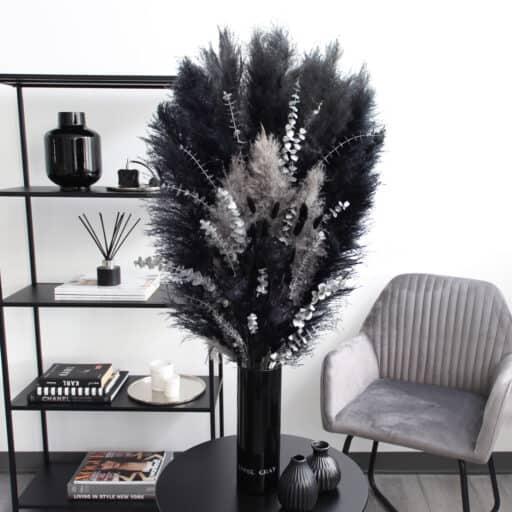 Black Elegance - Trockenblumenstrauß von Emmie Gray