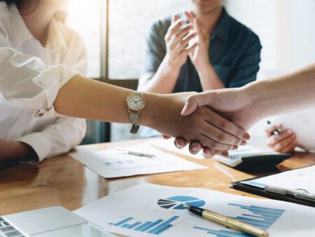 Holding gründen mit Muttergesellschaft und Tochtergesellschaft
