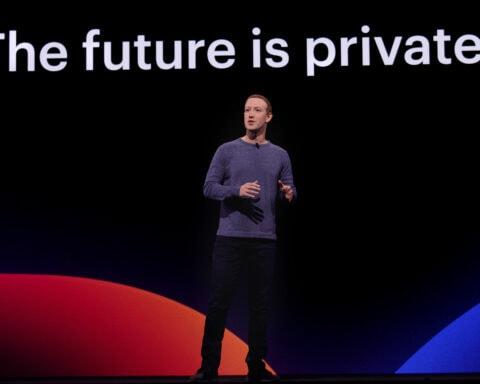 Mark Zuckerburg als Facebook-Gründer auf der Bühne.