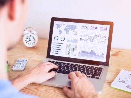 Ein regelmäßiger Check der Kennzahlen bzw. der KPIs ist im Online Marketing wichtig.