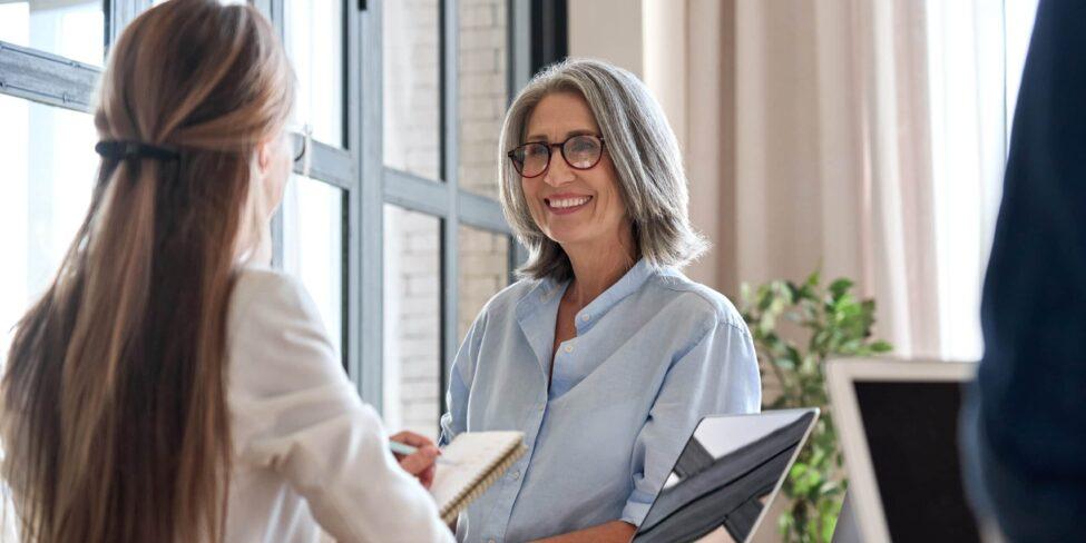 Unternehmen gründen mit 50 kann gelingen: Wir haben die ultimativen Tipps für die Existenzgründung im Alter.